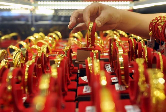 Giá vàng hôm nay 3/12: Vàng tăng mạnh, tỷ giá khó lường