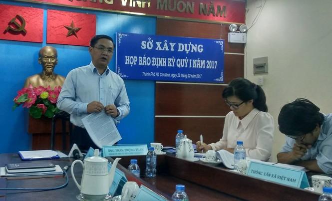 Ông Trần Trọng Tuấn, Giám đốc Sở Xây Dựng trả lời báo chí tại buổi họp báo.