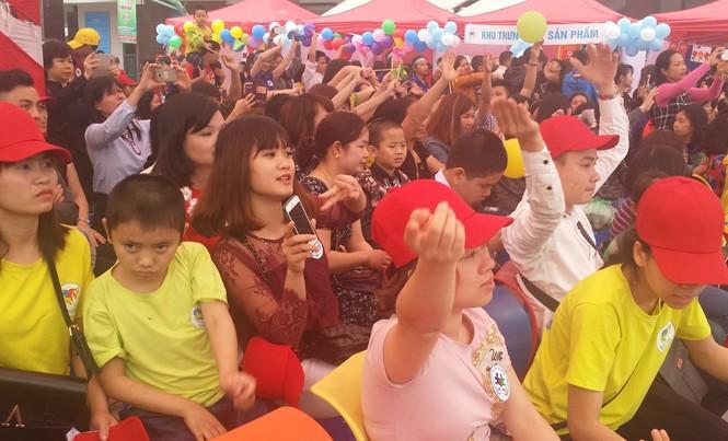 Gần 800 trẻ tự kỷ tham gia ngày hội 'Vòng tay yêu thương'