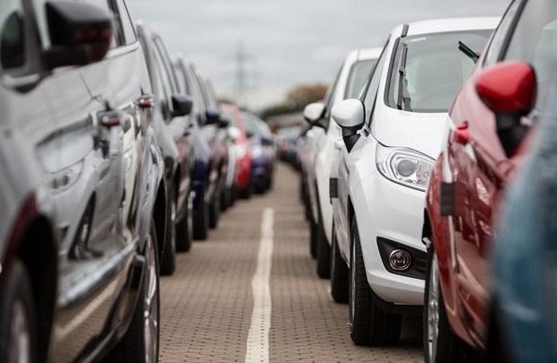 Kiểm tra chặt xuất xứ ô tô nguyên chiếc nhập khẩu.