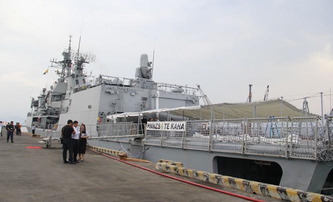 Tàu HMNZS Te Kaha tại cảng Tiên Sa. Ảnh: Thanh Trần.
