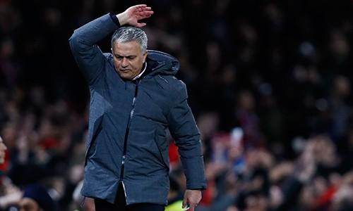 Mourinho đang vào tình cảnh bí bách nhất về lực lượng kể từ khi dẫn dắt Man Utd. Ảnh: Reuters.