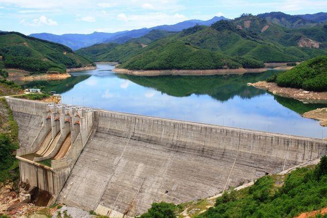 Sai phạm trong công tác đền bù, hỗ trợ cho người dân tại dự án thủy điện Đăkđrinh gây thiệt hại cho nhà nước 26 tỷ đồng.