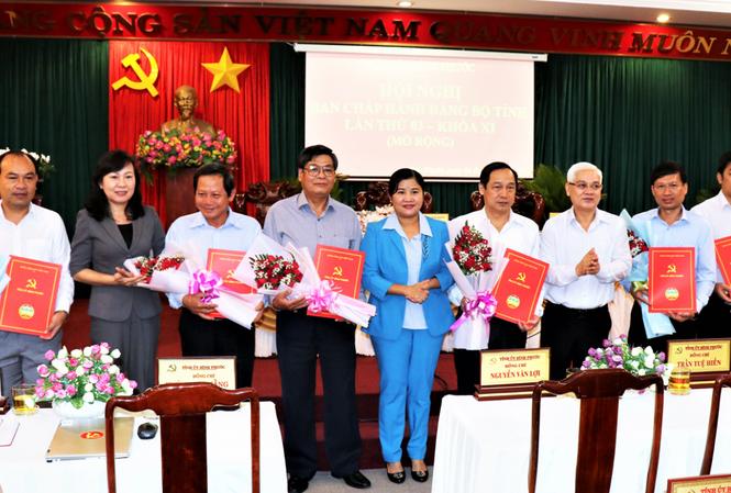 Bộ Chính trị, Ban Bí thư chuẩn y nhân sự mới