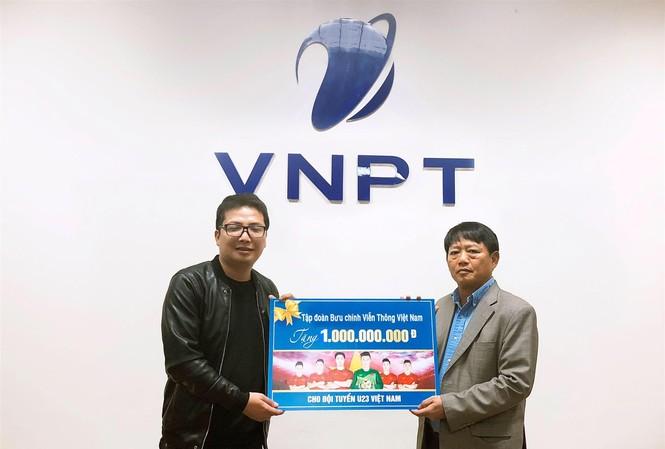 Phó Tổng Giám đốc VNPT Lương Mạnh Hoàng công bố số tiền tặng thưởng 1 tỷ đồng dành cho đội tuyển U23 Việt Nam