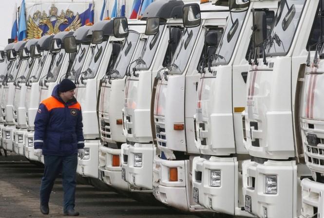 Đoàn xe viện trợ thứ 13 của Nga tới miền Đông Ukraine