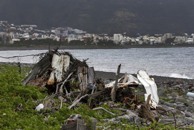 Vật thể bị nghi là của MH370, được phát hiện trên bờ biển đảo Reunion, Ấn Độ Dương hôm 3/8