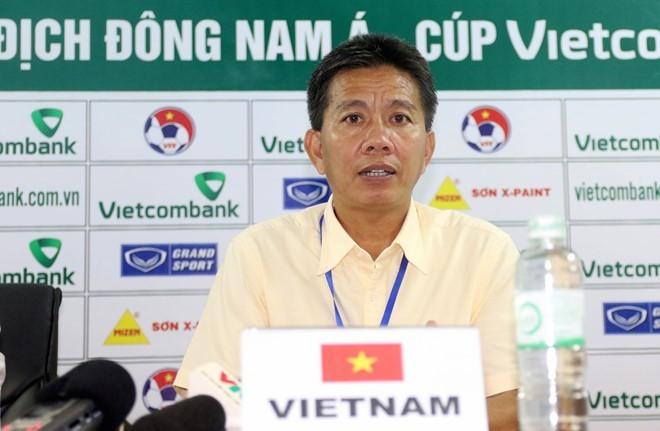 HLV Hoàng Anh Tuấn chưa hài lòng với màn trình diễn của các học trò.