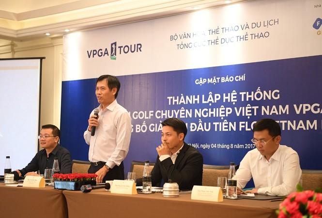 Ông Trần Đức Phấn phát biểu tại họp báo