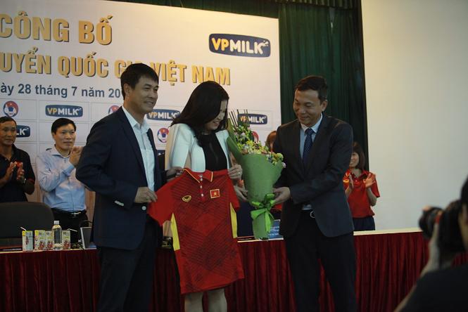Cùng được đầu tư, chăm sóc tốt cho SEA Games 29 như tuyển nữ, nhưng U22 Việt Nam không thành công.