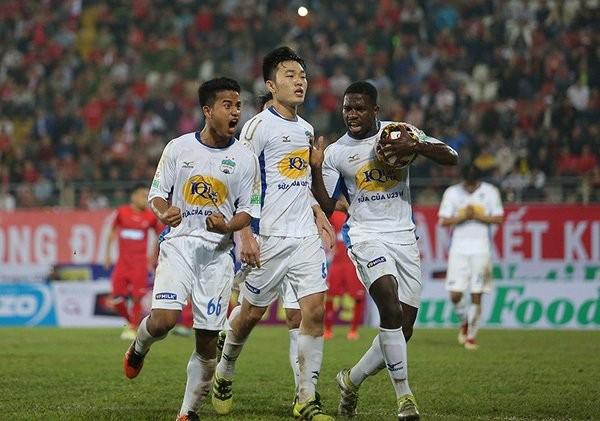 HAGL sẽ vắng Rimario (phải) ở trận đấu với Tp Hồ Chí Minh chiều 3/6.