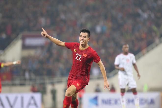 Bàn thắng duy nhất của Tiến Linh giúp đội tuyển Việt Nam đánh bại UAE 1-0, chiếm ngôi nhất bảng G, Vòng loại thứ 2 World Cup 2022.