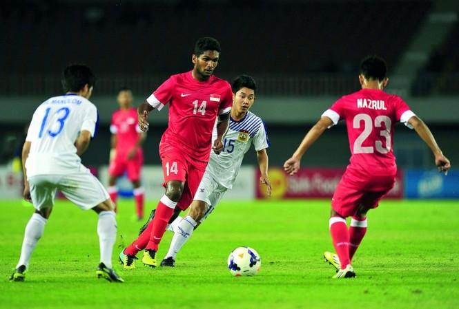 U22 Lào xuất sắc cầm hoà U22 Singapore ở trận ra quân bảng B môn bóng đá nam SEA Games 30.