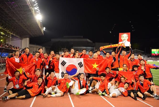 U22 Việt Nam và tuyển bóng đá nữ về nước khi nào?