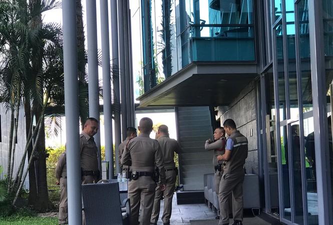 Nhân viên an ninh của BTC VCK U23 châu Á 2020 tại khách sạn Amari nơi U23 Việt Nam đóng quân.