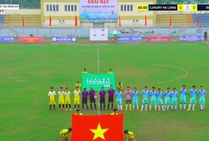 Sơn La chỉ có 4 cầu thủ nhưng BTC vẫn cho ra chào sân.