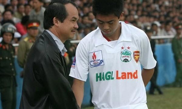 Bầu Đức từng đặt mục tiêu đưa HAGL vô địch V-League khi ký hợp đồng với Lee Nguyễn.