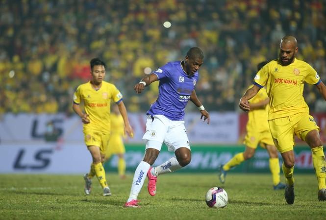 Nam Định tạo nên cú sốc lớn khi đè bẹp CLB Hà Nội 3-0 trong ngày ra quân ở V-League 2021 (ảnh Anh Tú)