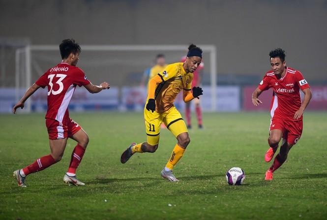 Viettel bất ngờ bại trận trước Hải Phòng trong ngày khai mạc LS V-League 2021. (ảnh Zing.vn)