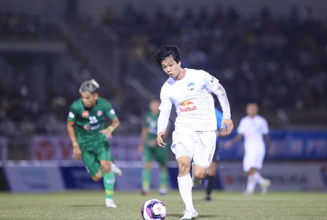 Công Phượng không thể giúp HAGL có chiến thắng trước Sài Gòn FC. (ảnh Anh Tú)