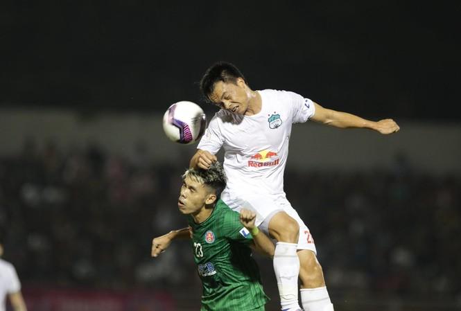 Chơi áp đảo Sài Gòn FC nhưng HAGL thua trận vì sai sót của hàng thủ ở trận ra quân LS V-League 2021.