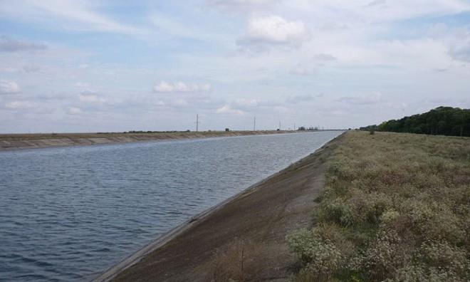 Ukraine cắt nước của Crimea, bao vây Slovyansk