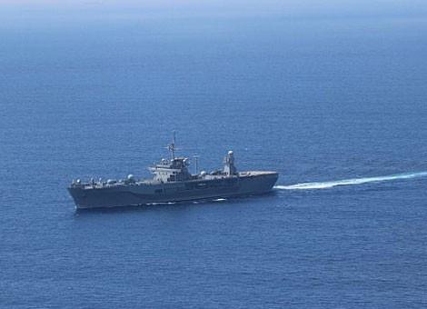Soái hạm Mỹ chạm trán tàu chiến Trung Quốc trên Biển Đông