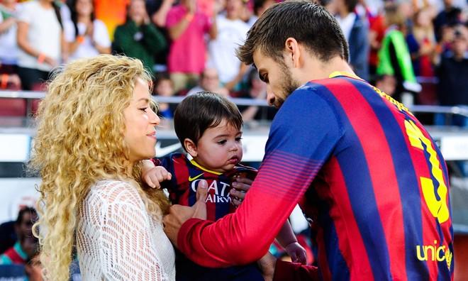 Pique bị cấm gần gũi với người tình Shakira trong thời gian diễn ra World Cup?