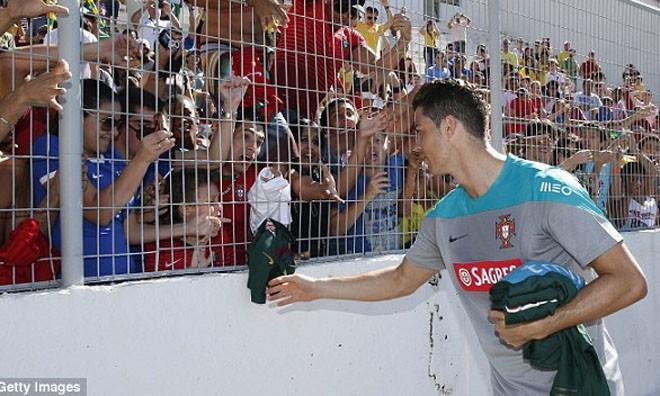 Ronaldo lại khiến người Bồ Đào Nha lo lắng