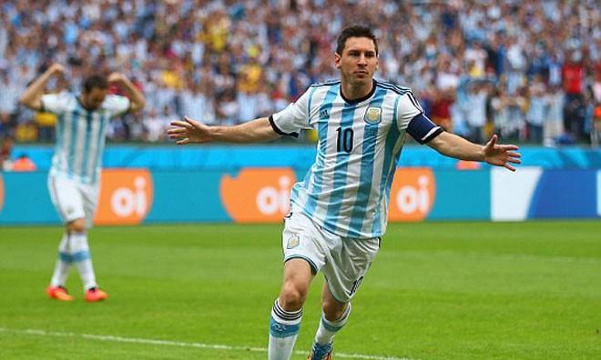 HLV Nigeria nghĩ Messi là người đến từ... sao Mộc