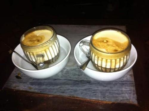 Cà phê trứng là món nên thử khi vào những quán phố cổ. Ảnh: Tripadvisor