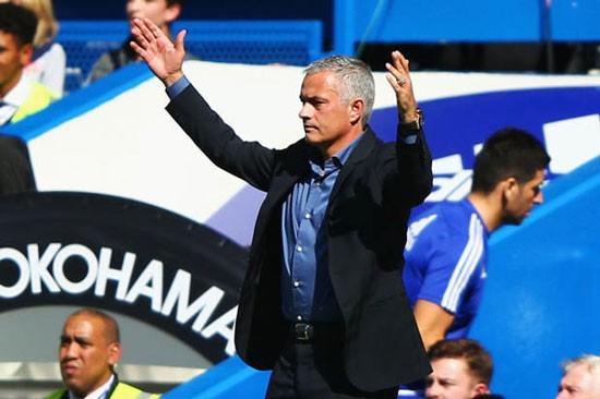 HLV Jose Mourinho lại mỉa mai đồng nghiệp Arsene Wenger.