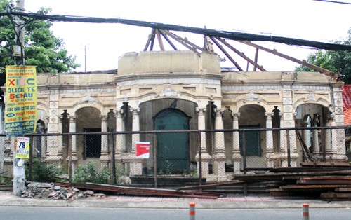 Căn biệt thự cổ trên đường Nơ Trang Long (quận Bình Thạnh) bị chủ sở hữu tháo dỡ. Ảnh: Duy Trần