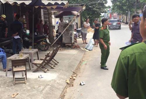 Cảnh sát khám nghiệm hiện trường vụ nổ súng. Ảnh: Q.T