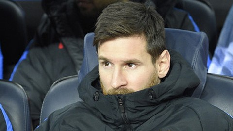 Messi ngồi dự bị hai trận liền: 'Mệt quá đôi chân này'