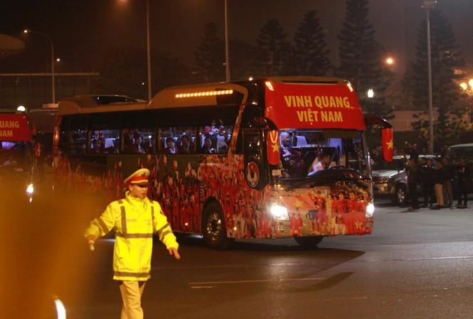 Các nhà vô địch SEA Games về đến Hà Nội