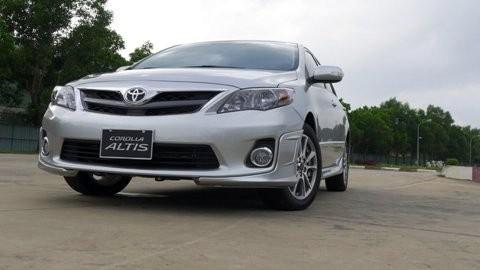 Mua Toyota Altis, tặng một năm bảo hiểm