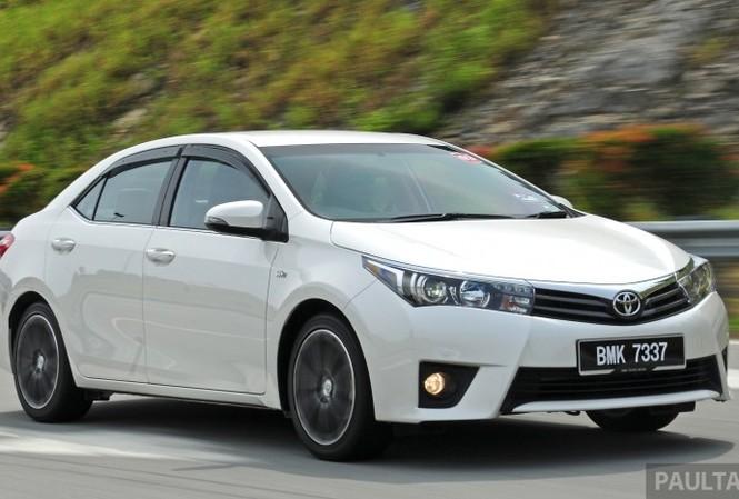 Toyota giảm trong tháng 8, chuẩn bị tung Altis mới
