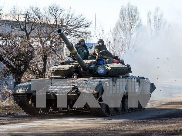 Xe tăng quân đội Ukraine tại thị trấn Debaltsevo, khu vực Donetsk ngày 13/2. (Nguồn: AFP/TTXVN)