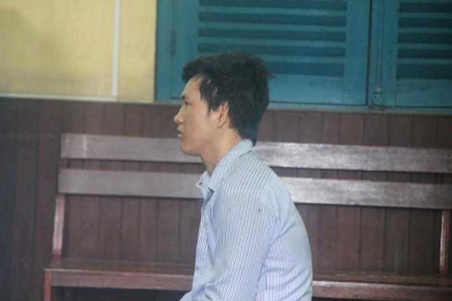 Được giảm án, Nguyễn Văn Bông mừng rỡ 'hứa' ra tù sẽ 'không dám tự sướng' nữa. Ảnh: Tân Châu