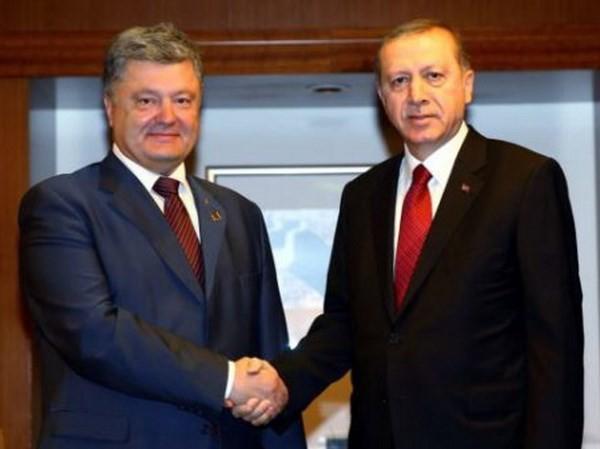 Tổng thống Thổ Nhĩ Kỳ Erdogan và Tổng thống Ukraine Poroshenko gặp nhau hồi tháng 8. (Nguồn: Reuters)
