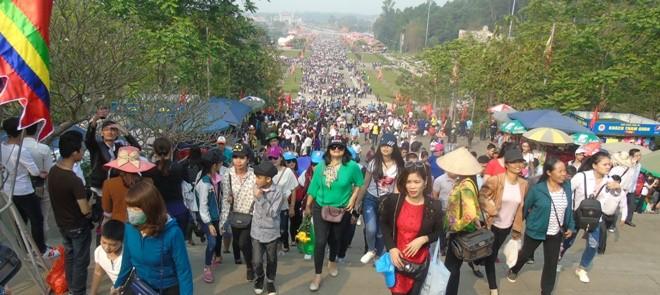 Hàng triệu người hành hương về Đền Hùng thắp hương dịp Giỗ Tổ hằng năm