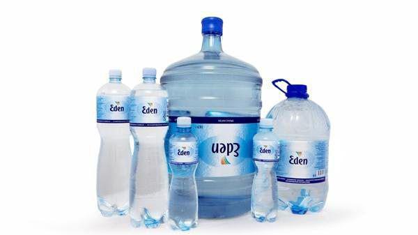 Nước đóng chai Eden Springs.