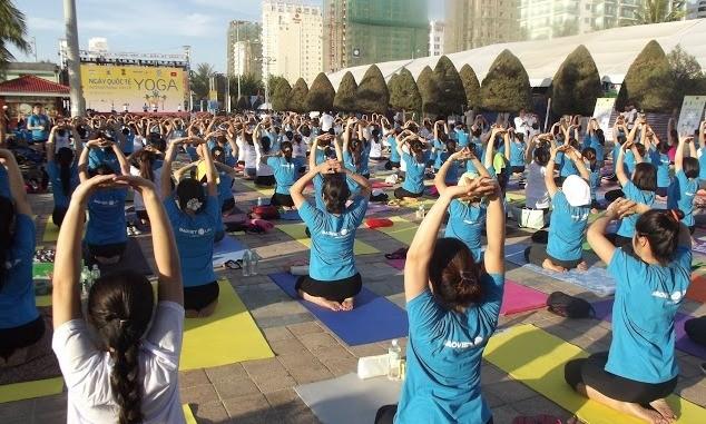 500 người đồng diễn Yoga trên bờ biển Đà Nẵng