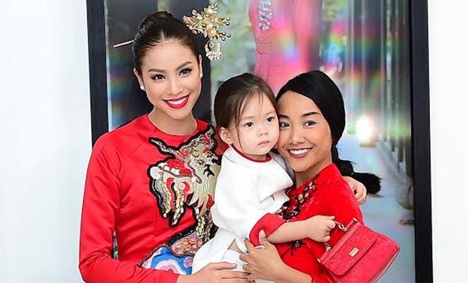 Ca sĩ Hồng Nhung, Đoan Trang diện áo dài đọ dáng cùng mỹ nhân Việt