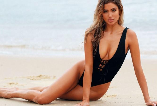 """Người mẫu Úc Belle Lucia (23 tuổi) nổi tiếng với hình thể """"nóng bỏng"""", làn da nâu hoàn hảo không kém các """"chân dài"""" đình đám thế giới khác như Gigi Hadid và Rosie Huntington-Whiteley."""