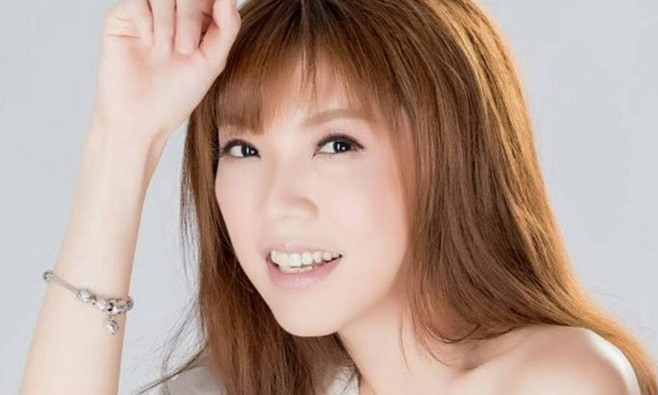 Nữ ca sĩ/diễn viên/người mẫu Đài Loan nổi tiếng với vòng 1 bốc lửa Lưu Lạc Nghiên.