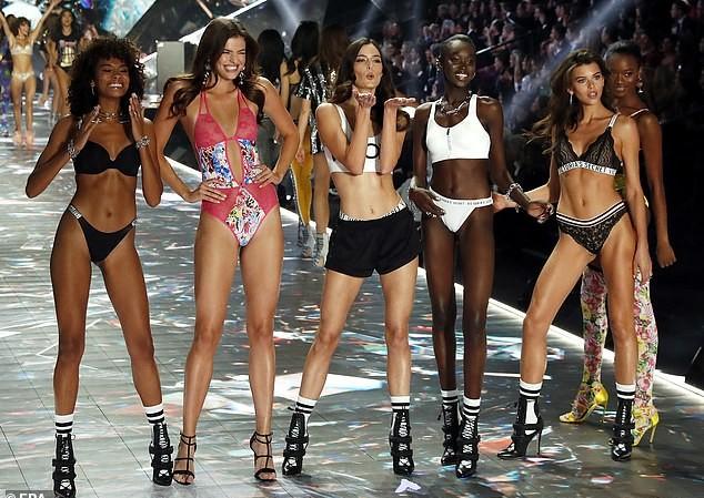 Victoria's Secret Fashion Show 2019 bị huỷ sau một năm thất bát.