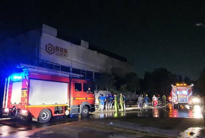 Bản tin 8H: Phim trường ở TP.HCM bốc cháy ngùn ngụt trong đêm