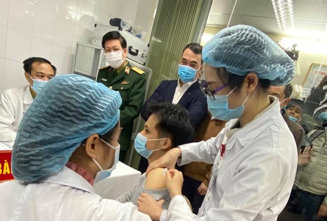 Sáng nay thêm 17 người tiêm thử nghiệm vắc-xin ngừa COVID-19 'made in Việt Nam'